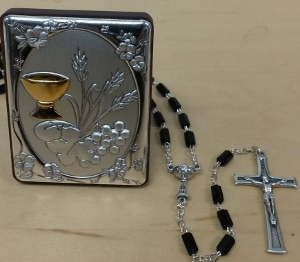 FIRST COMMUNION ROSARY AND PLAQUE SET (boy)